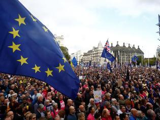 Φωτογραφία για Brexit: Οργή λαού έξω από το Κοινοβούλιο! Απίστευτες εικόνες