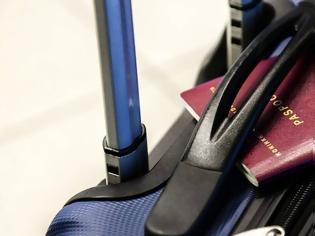 Φωτογραφία για Η βαλίτσα της ήταν υπέρβαρη – Αυτό που έκανε άφησε άφωνους όσους ήταν στο αεροδρόμιο (φώτο)