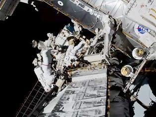 Φωτογραφία για Πρώτη φορά δύο γυναίκες πραγματοποιούν από κοινού διαστημικό περίπατο