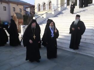 Φωτογραφία για 12630 - Φθάνουν οι Ηγούμενοι και Αντιπρόσωποι των Μονών στις Καρυές για την Επίσημη Υποδοχή του Πατριάρχη
