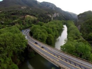 Φωτογραφία για Κλείνει για 8 μήνες η γέφυρα του Πηνειού στα Τέμπη