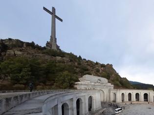 Φωτογραφία για Ιστορική ημέρα για την Ισπανία: Ξεκίνησε η εκταφή του δικτάτορα Φράνκο