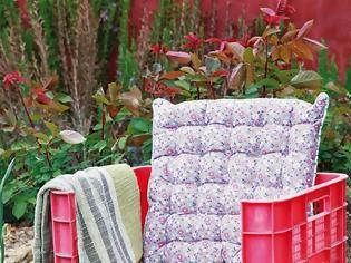 Φωτογραφία για ΚΑΤΑΣΚΕΥΕΣ - DIY Καρέκλα Κήπου Από Πλαστικά κιβώτια