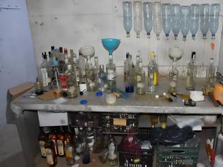Φωτογραφία για Ιερέας σε σπείρα που εμφιάλωνε ποτά - «μπόμπες» σε μπουκάλια που μάζευε από σκουπίδια