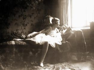 Φωτογραφία για Η ερωμένη του Διαβόλου! Όσο μίσησε ολόκληρη η ανθρωπότητα τον Αδόλφο Χίτλερ, τόσο τον αγάπησε η Εύα Μπράουν