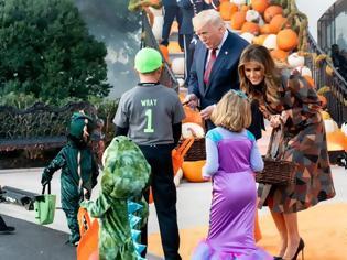 Φωτογραφία για Το Halloween στον Λευκό Οίκο: Πώς υποδέχθηκαν τα... φαντάσματα ο Ντόναλντ και η Μελάνια