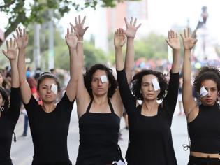 Φωτογραφία για Χιλή: Σιωπηλή διαμαρτυρία γυναικών για τους νεκρούς της κρίσης