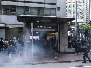 Φωτογραφία για Χονγκ Κονγκ: Διαδηλωτές βανδάλισαν τα γραφεία του Xinhua