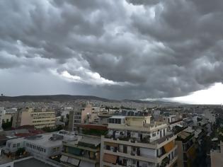 Φωτογραφία για Με shelf cloud από το Σαρωνικό εισέβαλε η κακοκαιρία στην Αττική