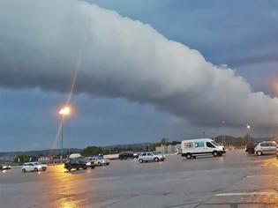 Φωτογραφία για Εντυπωσιακό φαινόμενο πάνω από την Αττική- Μας ήρθε και το roll cloud