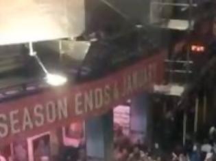Φωτογραφία για Πανικός σε θέατρο του Λονδίνου: Κατέρρευσε οροφή την ώρα της παράστασης