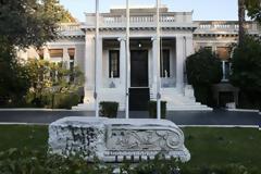 Κυβερνητικές πηγές: Ο ΣΥΡΙΖΑ διέλυσε τη μεσαία τάξη