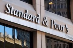 H Standard & Poor's αναβαθμίζει τις ελληνικές τράπεζες
