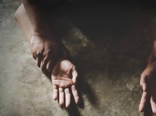 Φωτογραφία για Απήγαγαν και ασέλγησαν σε ανήλικο αγόρι - Το εκβίαζαν με το βίντεο
