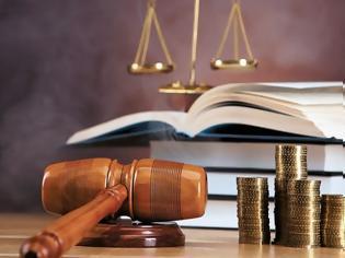 Φωτογραφία για Δικαστική απόφαση «ΒΟΜΒΑ»: Αντισυνταγματικές οι περικοπές του 2012 σε συντάξεις και η κατάργηση δώρων