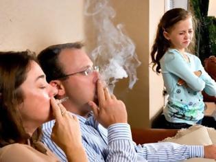 Φωτογραφία για Πρόστιμο σε καπνιστή μέσα σε καφετέρια