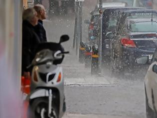 Φωτογραφία για Καιρός: Η κακοκαιρία Βικτώρια «χτυπά» τώρα δυτικά - Ποιες περιοχές κινδυνεύουν ανά ώρα