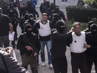 Φωτογραφία για Επαναστατική Αυτοάμυνα: Προφυλακίστηκαν μετ' επεισοδίων οι κατηγορούμενοι