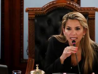 Φωτογραφία για Βολιβία: Γυναίκα γερουσιαστής της αντιπολίτευσης αυτοανακηρύχθηκε πρόεδρος