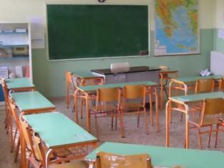 Φωτογραφία για «Είσαι σέξι με το ξυρισμένο φρύδι»: Μαθήτρια καταγγέλλει καθηγητή της