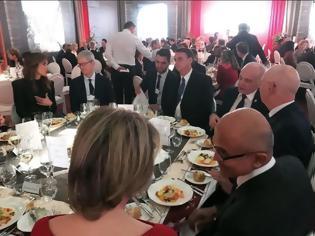 Φωτογραφία για Ένα γεύμα με τον επικεφαλής οικονομικών υπηρεσιών της Apple δημοπρατήθηκε για καλή αιτία