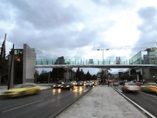 Φωτογραφία για Η ιστορία της πεζογέφυρας στην Κηφισίας και ο βανδαλισμός της