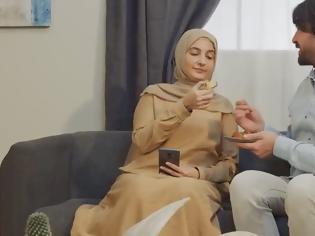 Φωτογραφία για Τουρκία: Κρατικό σποτ παραδίδει μαθήματα «οικογενειακής συμπεριφοράς» και προκαλεί αντιδράσεις