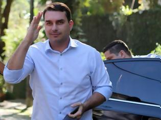 Φωτογραφία για Στο στόχαστρο του εισαγγελέα ο γιος του προέδρου Μπολσονάρου