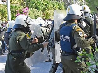 Φωτογραφία για Επεισόδια μεταξύ φοιτητών και ΜΑΤ στο Καβούρι