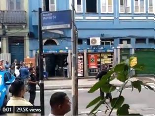 Φωτογραφία για Ρίο ντε Τζανέιρο: Άνδρας με μαχαίρι κρατάει ομήρους σε μπαρ