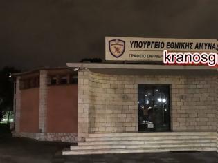 Φωτογραφία για ''Νύχτα'' και από το ''παράθυρο'' προσπαθούν να φέρουν και πάλι τροπολογία για το ''χακί'' συνδικαλισμό. Αντίθετος ο ΥΕΘΑ Νίκος Παναγιωτόπουλος και το Μέγαρο Μαξίμου
