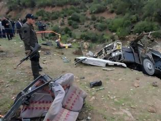 Φωτογραφία για Λεωφορείο έπεσε σε χαράδρα - Τουλάχιστον 24 νεκροί