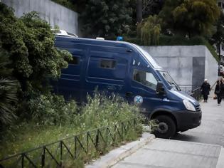 Φωτογραφία για Δίκη Siemens: Στη φυλακή τρεις κατηγορούμενοι για ξέπλυμα μαύρου χρήματος