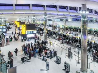 Φωτογραφία για Βρετανία: Με ηλεκτρονική άδεια και διαβατήριο η είσοδος των Ευρωπαίων