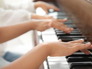 Φωτογραφία για Ποιοι άνθρωποι μπορούν να μάθουν γρηγορότερα μουσική