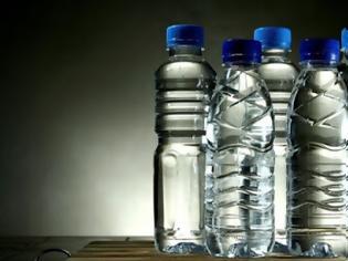 Φωτογραφία για Καταργούνται τα πλαστικά μπουκάλια για νερό παγκοσμίως. Με τι θα αντικατασταθούν;