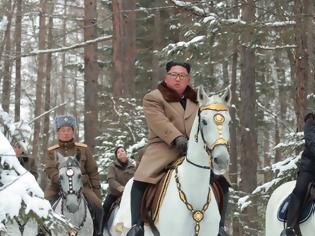 Φωτογραφία για Ο Κιμ Γιονγκ Ουν και η γυναίκα του βγήκαν για ιππασία στο «ιερό» βουνό Παεκτού