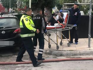 Φωτογραφία για Φωτιά σε ξενοδοχείο στη Συγγρού - 20 άτομα έχουν απεγκλωβιστεί - Μία 24χρονη διασωληνωμένη