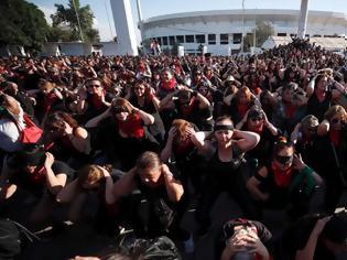 Φωτογραφία για Χιλιάδες γυναίκες χόρεψαν εναντίον των βιασμών