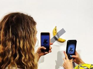 Φωτογραφία για Αληθινή μπανάνα «έργο τέχνης», αξίας $120.000, προκαλεί κοινό και κριτικούς