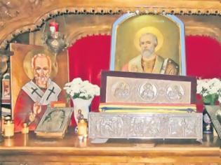 Φωτογραφία για «Τα Λείψανα του Αγίου Νικολάου μέσα στη λάρνακα έπλεαν σέ ένα διαυγές, άχρωμο και άοσμο υγρό»
