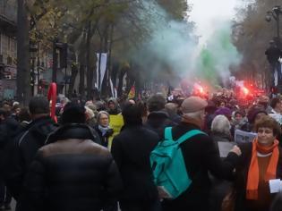 Φωτογραφία για Γαλλία: Στους δρόμους εκατοντάδες χιλιάδες - Μάχη με τους αστυνομικούς