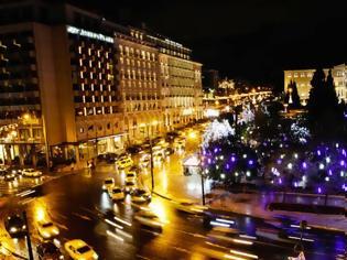 Φωτογραφία για Χριστουγεννιάτικη Αθήνα: Την Τρίτη φωταγωγείται η πλατεία Συντάγματος