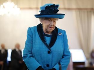 Φωτογραφία για «Γκάφα» του Βασιλικού Ναυτικού η φήμη θανάτου της Ελισάβετ - Ζήτησε «συγγνώμη»