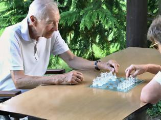 Φωτογραφία για Ερευνα: Τα επιτραπέζια παιχνίδια μειώνουν την πιθανότητα άνοιας στους ηλικιωμένους