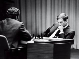 Φωτογραφία για Η κίνηση «ματ» που τον έκανε τον πιο διάσημο και πλούσιο Αμερικάνο σκακιστή