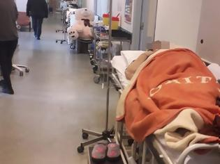 Φωτογραφία για Εικόνες σοκ και πάλι στην εφημερία του Αττικόν! Διασωληνωμένοι ασθενείς αντί για ΜΕΘ νοσηλεύονται σε απλό θάλαμο