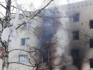 Φωτογραφία για Ισχυρή έκρηξη σε πολυώροφο κτήριο - Ένας νεκρός και τουλάχιστον 25 τραυματίες