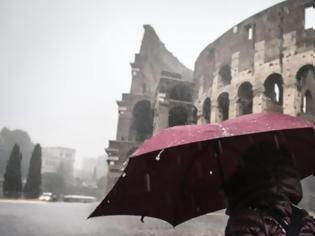 Φωτογραφία για Η κακοκαιρία τρόμαξε τους Ιταλούς: Κλειστά σχολεία σε Ρώμη και Νάπολη