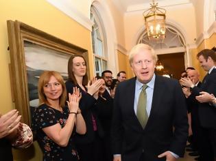 Φωτογραφία για Η βασίλισσα έδωσε εντολή σχηματισμού κυβέρνησης στον Τζόνσον